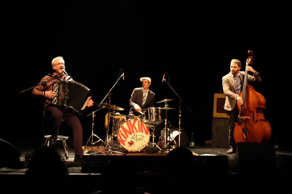 Trio Kinkin, chanson